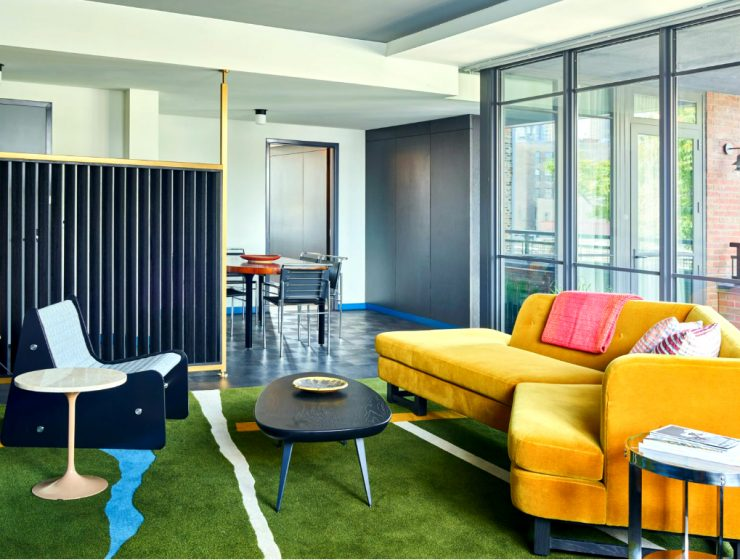 Commune Mid-Century Modern Design Project Ace Hotel Chicago | They used bright and vibrant modern furniture in a nod to the city's architectural background. #hoteldesign #interiordesign #midcenturydesign #moderndesign