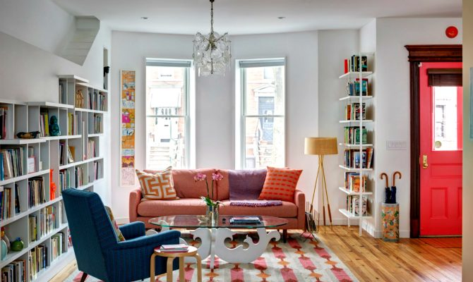 Perfect Living Room Design For Book Lovers | The American firm BFDOArchitects made an amazing job when designing this beautiful living room space! #homeinteriors #interiordesign #livingroom