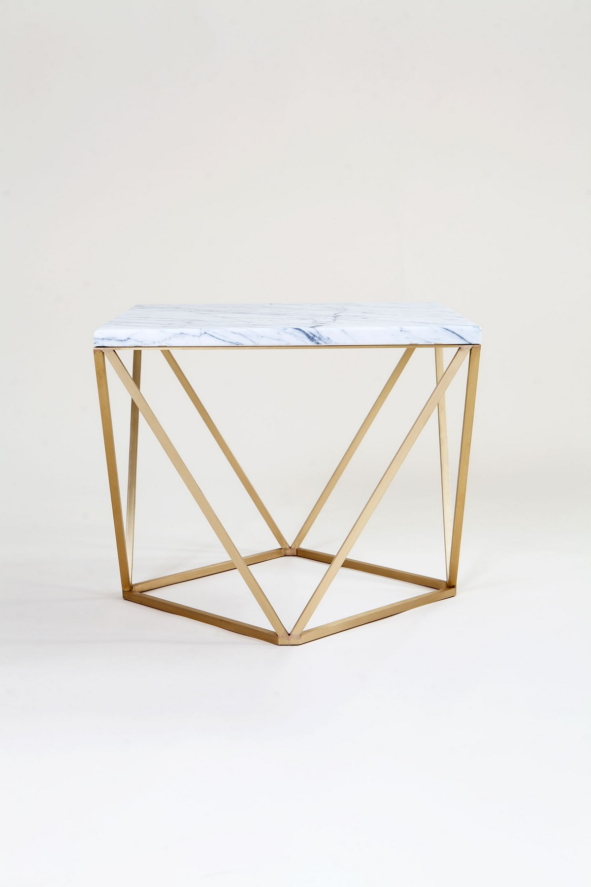 Let Us Show You The Perfect Minimalist Center Table For You | No need to search anymore! We have found a center table that will for sure fulfill all of your desires. #centertables #livingroom #minimalistdesign #interiordesign #homedecor Minimalist Center Table Let Us Show You The Perfect Minimalist Center Table For You dusk side table lo res8