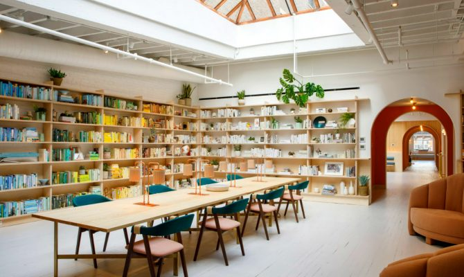 The Wings Opens Its Doors in New York Flat For Every Working Woman | This unique co-working club in New York only opens its doors for woman. The place opened in Soho to join a location in the Flatiron district. #interiordesign #newyorkdesign #newyork #homedecor #decoration #officedesign New York Flat The Wings Opens Its Doors in New York Flat For Every Working Woman featured 1 670x400  Home Page featured 1 670x400