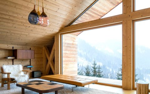 The Perfect Winter Getaways To Enjoy The Cold Weather | Today our blog presents you with 5 of the coziest chalets located in remote spots. #wintergetaways #winterdecor #interiordesign #chalets Winter Getaways The Perfect Winter Getaways To Enjoy The Cold Weather featured 6 480x300