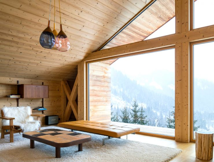 The Perfect Winter Getaways To Enjoy The Cold Weather | Today our blog presents you with 5 of the coziest chalets located in remote spots. #wintergetaways #winterdecor #interiordesign #chalets Winter Getaways The Perfect Winter Getaways To Enjoy The Cold Weather featured 6 740x560